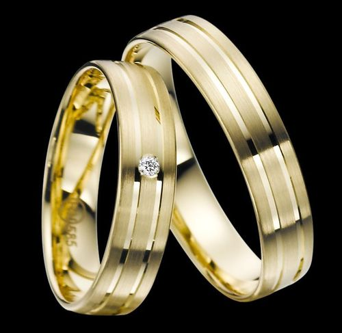 Trauringe - Rubin - EC 84 - R138 - Gold 375, 585 oder 750 - mit Brillant 0,02ct IF-R